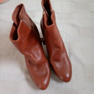Nine west booties in pristine condition